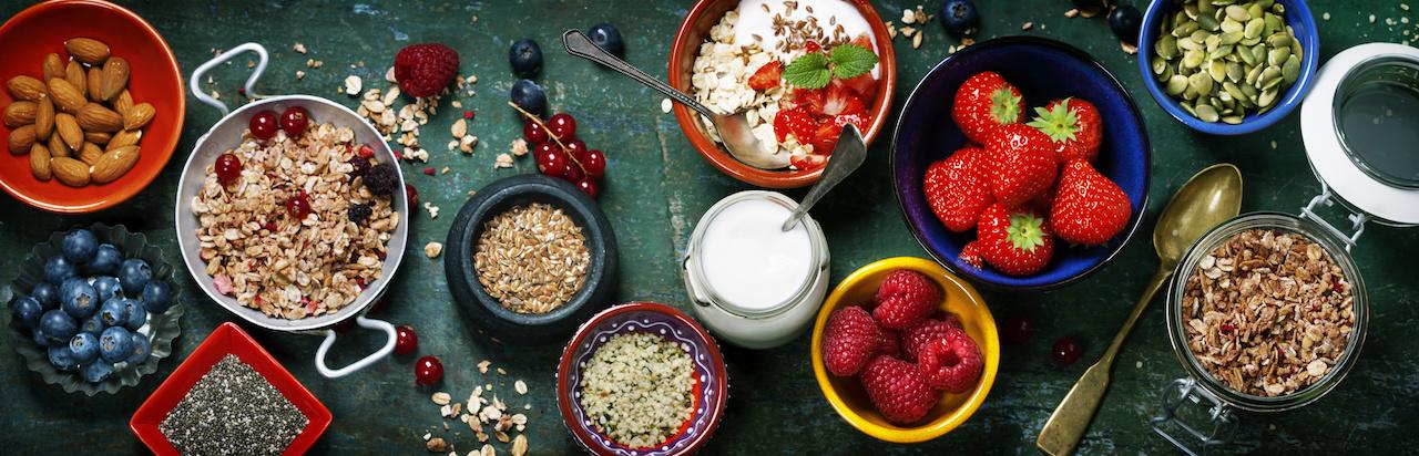 Healthy Gluten-Free Yogurt, Berry & Granola Breakfast